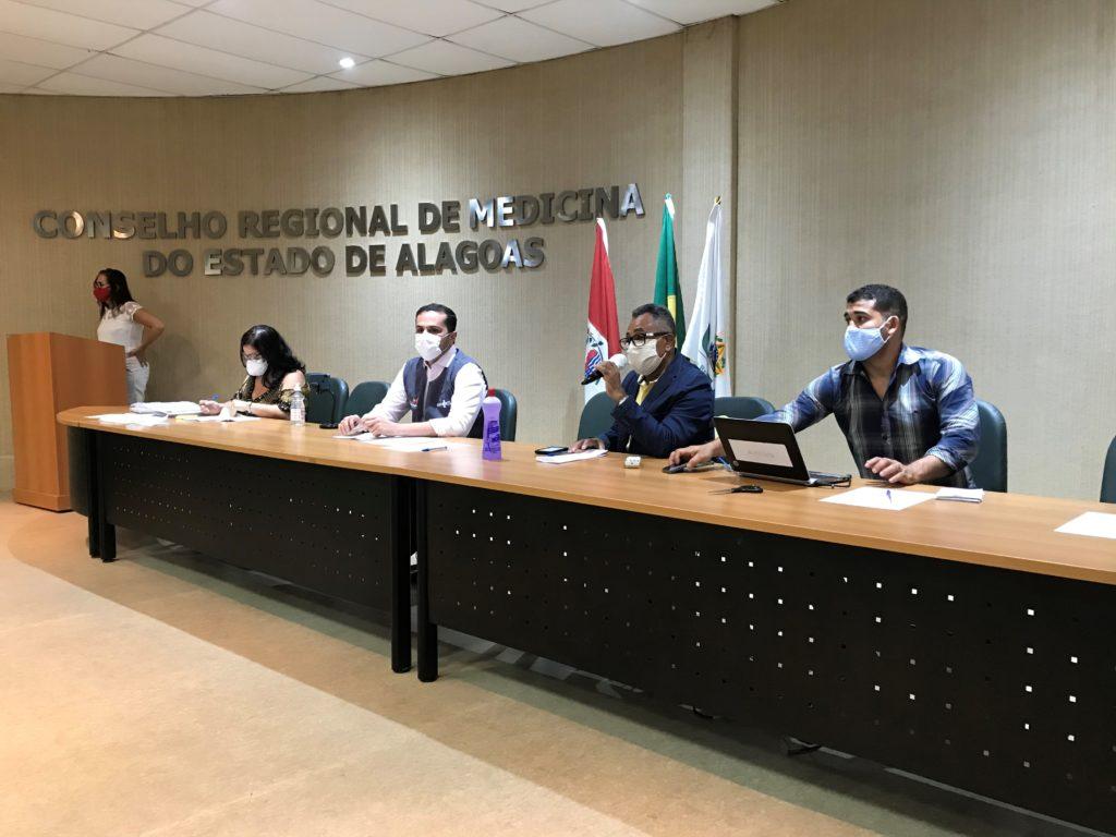 Mesa de abertura da posse dos novos conselheiros